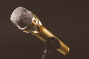 microphone-1246057_1920 2